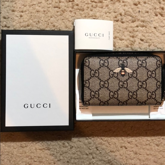 794e26e04418bb Gucci Bags | Bee Print Gg Supreme Zip Card Case | Poshmark